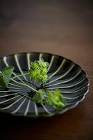 皿の上の花