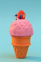 フィギュア ソフトクリームの上の子供たち