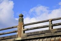 京都市 三条大橋の欄干と青空