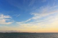 西平安名崎の風力発電と海 夕景