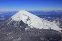静岡県 十里木高原付近上空から見る富士山と南アルプスの山並み
