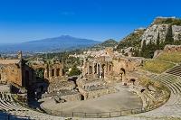 イタリア シチリア州 タオルミーナ ギリシャ劇場とエトナ山