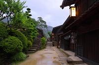 長野県 小雨降る妻籠宿