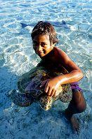 ポリネシア ランギロア環礁 少年