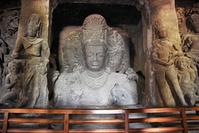 インド エレファンタ石窟寺院 第1窟 シヴァ三面上半身像