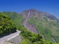 長崎県 仁田循環自動車道路と雲仙普賢岳と平成新山