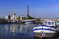 パリ アレクサンドル3世橋 セーヌ河 エッフェル塔