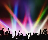 ライブ会場で盛り上がる観客