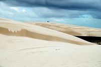 ブラジル レンソイス・マラニャンセス国立公園 砂丘と池