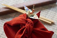 手作り弁当と折り鶴