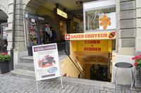 スイス ベルン旧市街 地下室を改造した理髪店