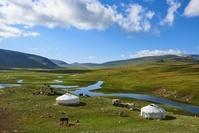 モンゴル 遊牧民のキャンプ