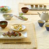 鰻料理とテーブル