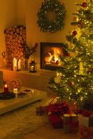 クリスマスツリーを飾った部屋