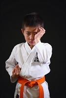 空手着の日本人の男の子