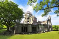 広島県 新緑の原爆ドーム