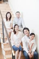 日本人の三世代家族の笑顔