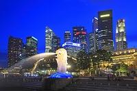 シンガポール 夕暮れのマーライオン