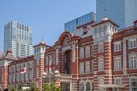 休日の東京駅正面