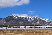 山梨県 八ヶ岳と中央本線「スーパーあずさ」 小淵沢~信濃境