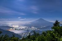 山梨県 新道峠から夜の富士山