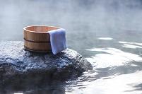 露天風呂と桶とタオル