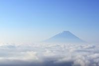 山梨県 雲海に浮かぶ富士山