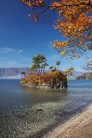 青森県 十和田湖と恵比寿大黒島の秋