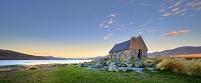 ニュージーランド 夕暮れのテカポ湖と教会