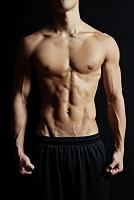 筋肉質の日本人男性
