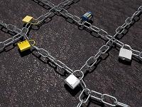 鍵を噛ました格子状の鎖