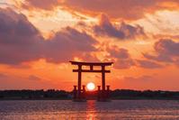 静岡県 浜名湖 弁天島海浜公園より鳥居 夕景