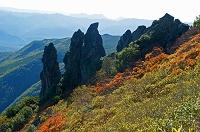 北海道 黒岳九合目の岩峰と山並み