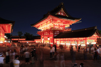 京都府 伏見稲荷大社宵宮祭 献納提灯かかる楼門
