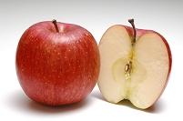 リンゴの断面と1個のリンゴ(サンフジ)