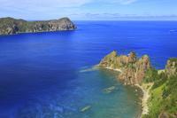 東京都 小笠原諸島 父島 長崎展望台から望む長崎と兄島と太平洋