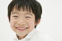 微笑む小学生