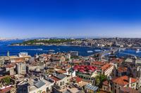 トルコ イスタンブール ボスポラス海峡とガラタ橋(ガラタ塔か...