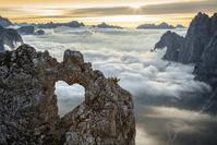 イタリア ドロミーティ 岩と雲海