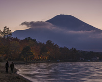 山梨県 旭丘湖畔緑地公園の夕暮れと富士山