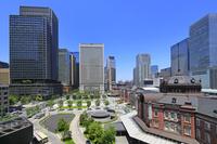 東京都 東京駅と高層ビル