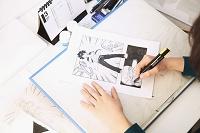 作業する漫画家