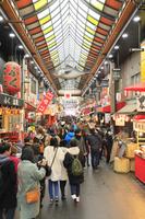 大阪府 観光客で賑わう黒門市場