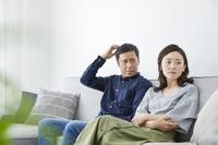 喧嘩をする日本人夫婦