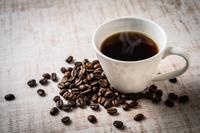 ホットコーヒーとコーヒー豆