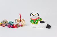相良土人形座り犬と正月飾り