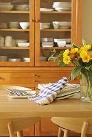 花を飾ったダイニングテーブル