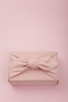 ピンク色の風呂敷包