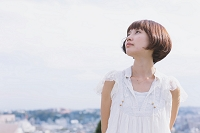 ボブスタイルの日本人女性