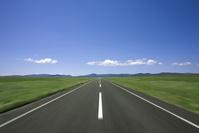 雲と1本道
